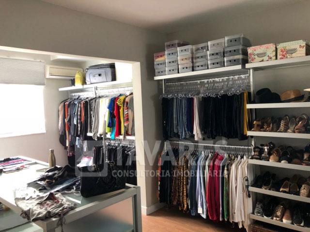 10-closet-01