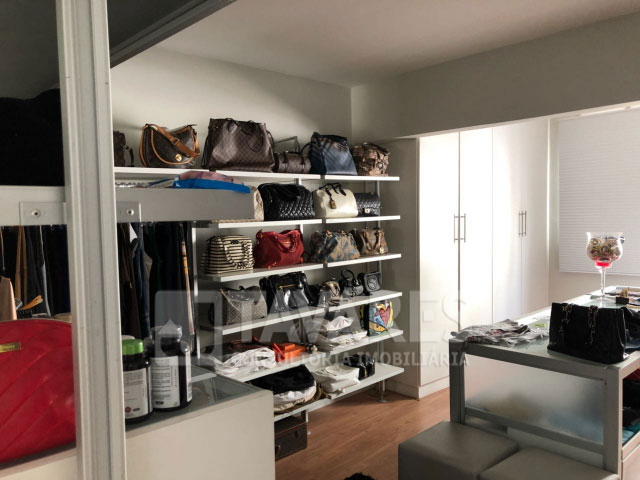 11-closet-02