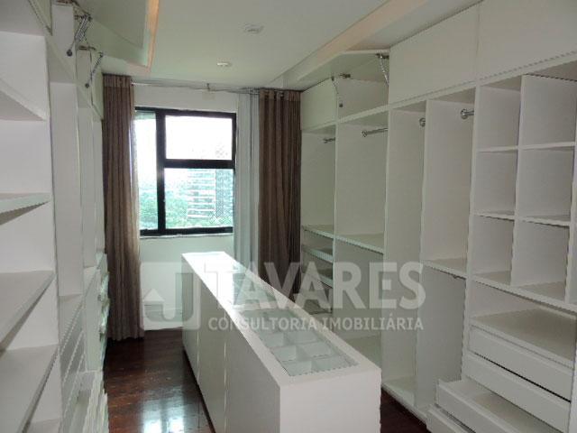 d-suite1-closet-1