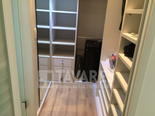 4 closet suite